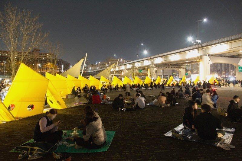 Seoul Bamdokkaebi Night Market - Banpo Hangang Park - Picnic - Sehee in the World (photo courtesy of Seoul Bamdokkaebi Night Market)