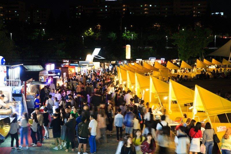 Seoul Bamdokkaebi Night Market - Banpo Hangang Park - Seoul Vibe - Sehee in the World (photo courtesy of Seoul Bamdokkaebi Night Market)