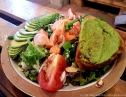 la-ferme-review-sehee-in-the-world-avocado-salad